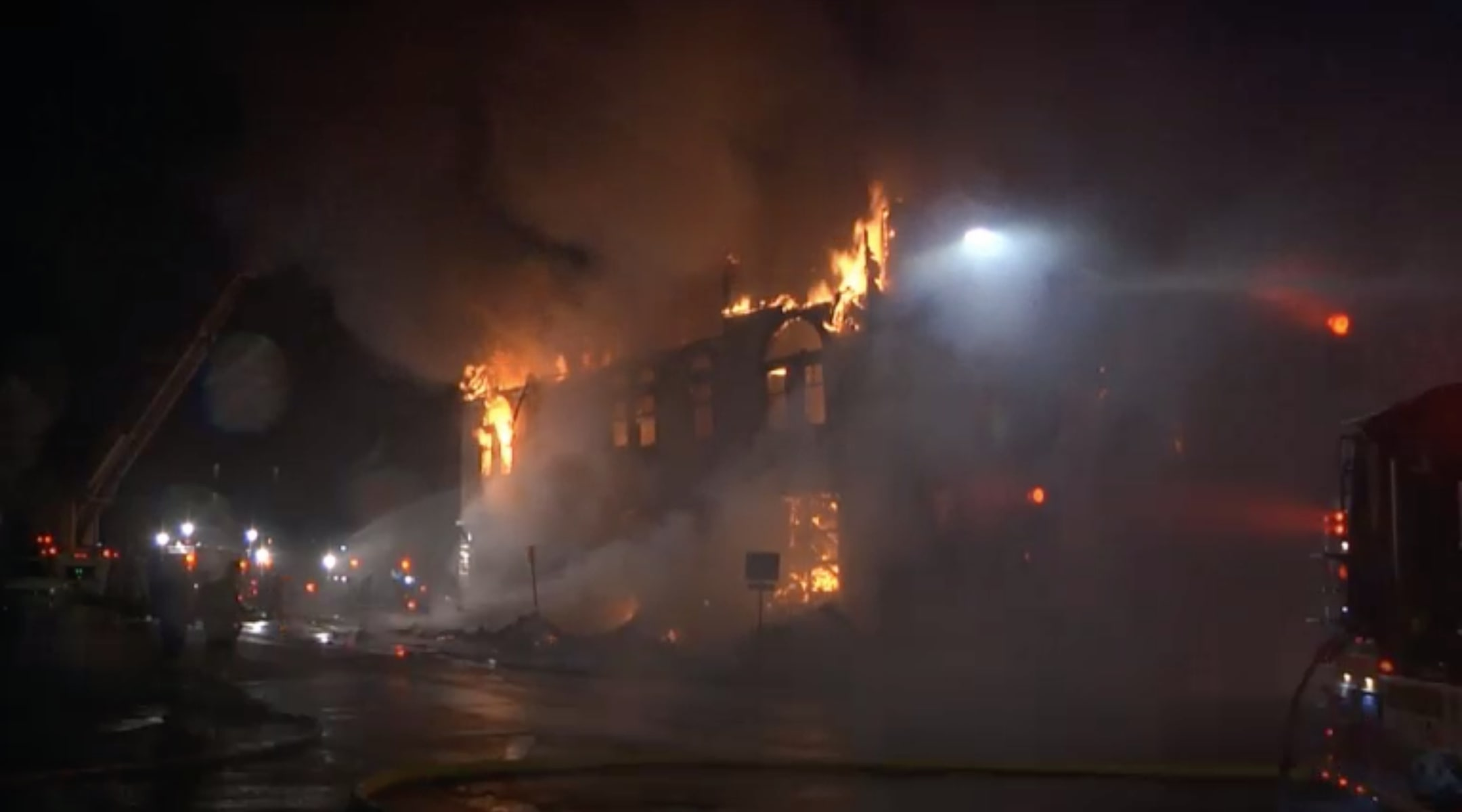 Adas Israel Synagogue Of Minnesota Goes Up In Flames - Vos