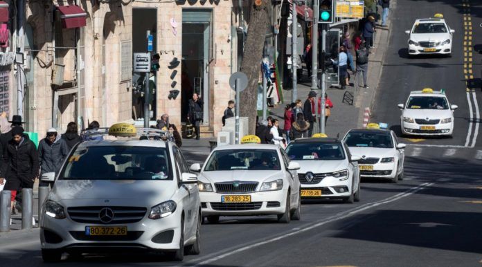 Israel Taxi App Sued For Alleged Discrimination Against Arab Drivers