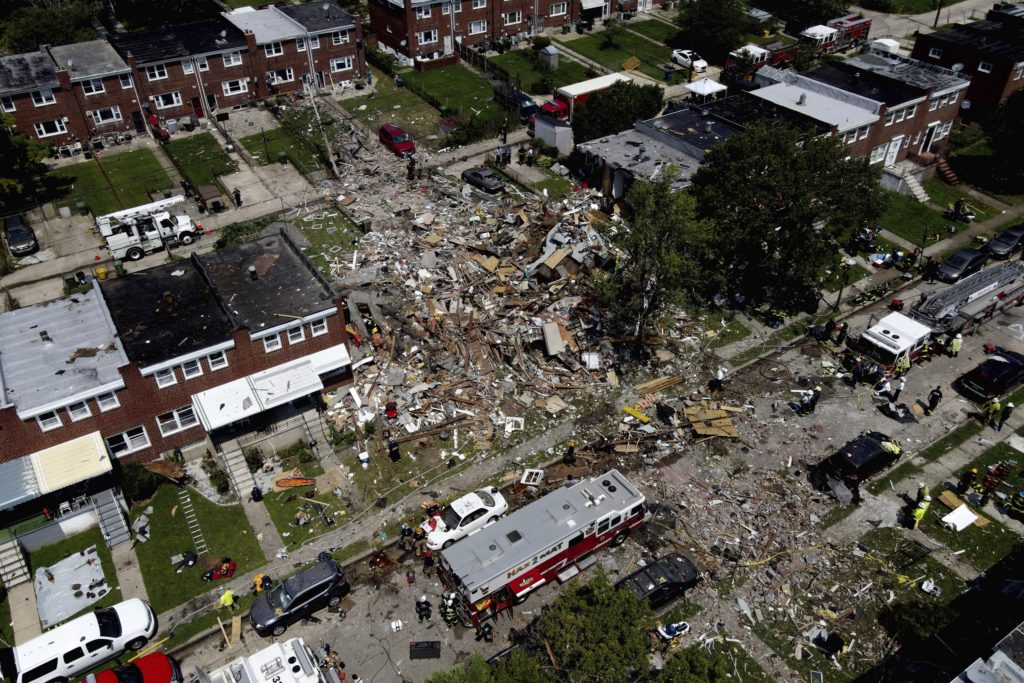 Video: Cold Water, Kosher Pizza and More as Jewish Volunteers Pitch In at Baltimore Explosion Site 2