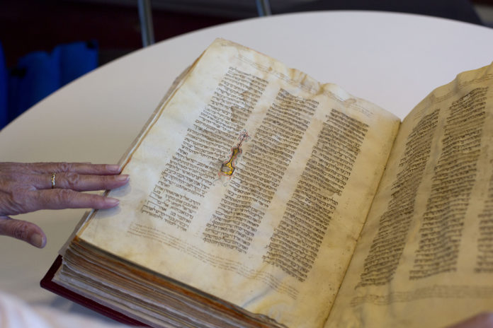 Israeli Court: Damascus Bibles To Stay In National Library 1